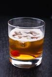 Alkoholiczny koktajl z wiśnią Zdjęcie Royalty Free
