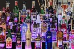 Alkoholische Getränkeflaschen an Wirt 2013 in Mailand, Italien stockbild