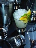 Alkoholisches Cocktail auf dem Stab Stockfotografie