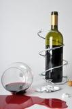 Alkoholisches Getränk und Pillen Lizenzfreie Stockfotos