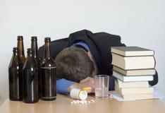Alkoholisches Getränk, Drogen und Arbeit Lizenzfreies Stockbild