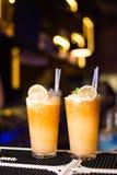 Alkoholiserad coctail med citruns Arkivfoton