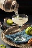Alkoholiserad limefrukt och Gin Gimlet fotografering för bildbyråer