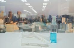 Alkoholsprühflasche mit Seidenpapierblatt für Hygiene- und Krankheitsverhinderung Stockbilder