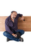 alkoholu bezdomny mężczyzna zapewnia ulgę Fotografia Stock
