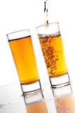alkoholu dolewanie Zdjęcia Stock