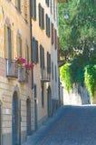 Allée à un centre historique italien Photos libres de droits