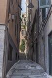 Allée étroite dans la ville de Gênes Photo libre de droits