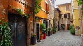 Allée étroite, Trastevere, Rome, Italie photographie stock libre de droits