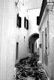 Allée dans Leukes, Paros Photo stock