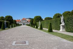 Allée de jardin pour abaisser le palais de belvédère à Vienne Photos stock