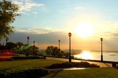 Allée de Kremlin avec des lanternes au coucher du soleil Photos stock