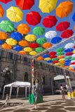 Allée des parapluies montants dans la ruelle de Solyany à St Petersburg photos stock