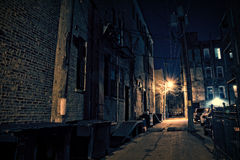 Allée foncée de ville images libres de droits
