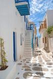 Allée grecque traditionnelle sur l'île de Mykonos photo libre de droits