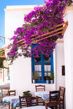 Allée grecque traditionnelle sur l'île de Sifnos Photos libres de droits