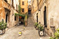 Allée romantique dans la vieille partie de Rome, Italie Photographie stock