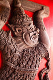 Allégement de créature mythique sur la trappe de temple images libres de droits