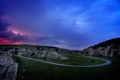 Allégement et tempête au-dessus des collines, Dobrogea, Roumanie image stock