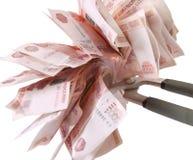 Allégorie de la crise financière globale - le rouble russe dans la poignée de la crise économique Image libre de droits