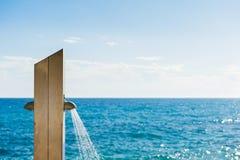 All'aperto doccia su una spiaggia Immagine Stock Libera da Diritti