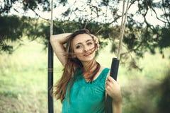 All'aperto ritratto di bella giovane donna fotografie stock libere da diritti