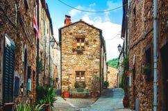 All?e ?troite dans le vieux village toscan image libre de droits