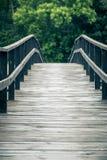 All'estremità del ponte di legno Fotografia Stock
