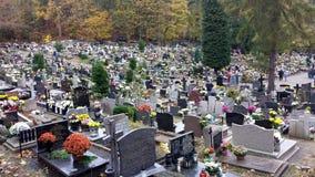 All helgondag i kyrkogården Arkivfoto