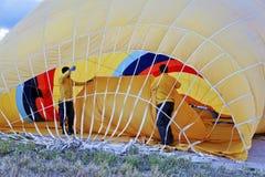 All'interno dell'aerostato di aria calda giallo Immagini Stock