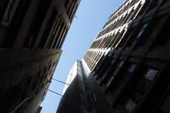 All'interno di un complesso delle costruzioni dilapidate Fotografie Stock