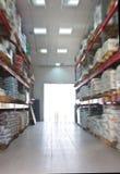 All'interno di un magazzino. Sfuocatura. Immagini Stock