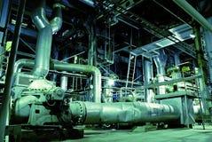 All'interno di una centrale elettrica industriale con la riflessione Immagine Stock Libera da Diritti
