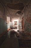 All'interno di una costruzione abbandonata fotografie stock libere da diritti