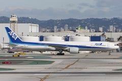 All Nippon Airways ANA Boeing 777 avions à l'aéroport international de Los Angeles Image stock