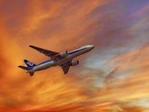 All Nippon Airways Hebluje w niebie fotografia royalty free