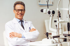 All'oftalmologo immagini stock libere da diritti