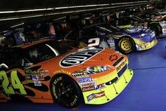 alla 2010 parkera bilen i garage nascar stjärnor Arkivbilder