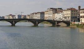 Alla Carraia bro i Florence Arkivfoton