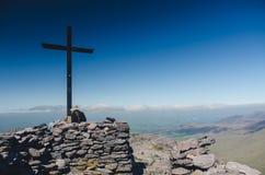 Alla cima di Carrauntoohil, il più alta collina dell'Irlanda Immagini Stock Libere da Diritti