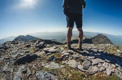 Alla cima di Carrauntoohil, il più alta collina dell'Irlanda Immagine Stock