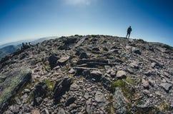 Alla cima di Carrauntoohil, il più alta collina dell'Irlanda Fotografia Stock Libera da Diritti