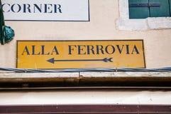 Alla Ferrovia-richtingsteken in Venetië Royalty-vrije Stock Fotografie