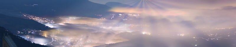 Alla notte, onde di nebbia Fotografia Stock
