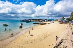 Alla spiaggia Fotografia Stock Libera da Diritti