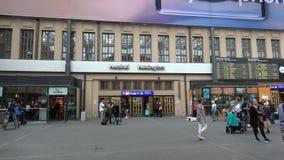 Alla stazione ferroviaria centrale di Helsinki finland stock footage