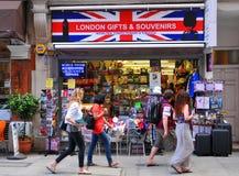 alla tillgängliga för aside som göras mest ostroner semesterortsnäckskal, shoppar souvenirsjöstjärnor sommaren dem vareträ Arkivfoto