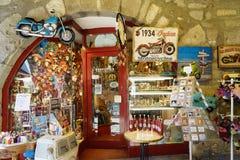 alla tillgängliga för aside som göras mest ostroner semesterortsnäckskal, shoppar souvenirsjöstjärnor sommaren dem vareträ Royaltyfria Bilder