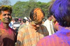 Alla tycker om Holi, färgfestivalen av Indien Royaltyfria Bilder