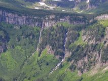 Allant à la route de Sun, vue du paysage, champs de neige en parc national de glacier autour de Logan Pass, lac caché, traînée de photos libres de droits